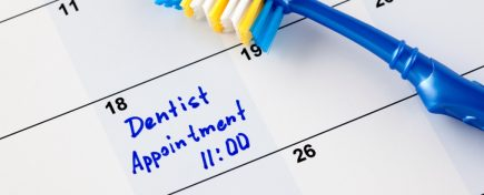 "Reminder ""Dentist appointment 11-00"" in calendar with toothbrush."